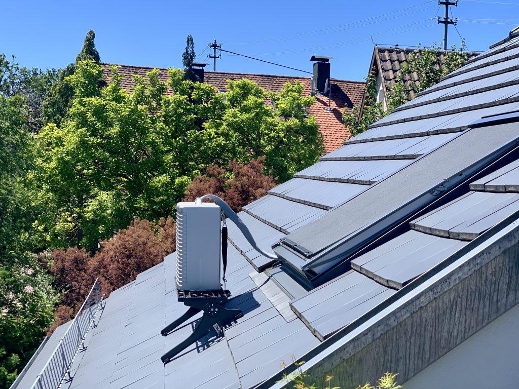 Mobiles Klimagerät auf dem Dach